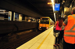 在地铁内的人们在悉尼 库存图片