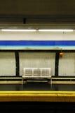在地铁的空的长凳 免版税库存照片