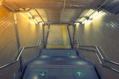 在地铁站的楼梯 (被过滤的图象被处理的葡萄酒 免版税库存图片