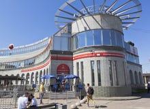 在地铁车站` Sportivnaya `的主要票中心国际足球联合会在圣彼德堡 图库摄影