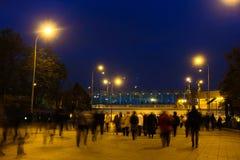 在地铁车站Sportivnaya附近的峰顶小时croud在莫斯科 库存图片