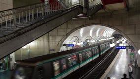 在地铁车站timelapse的火车 股票视频