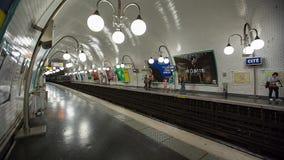 在地铁车站timelapse的火车 影视素材