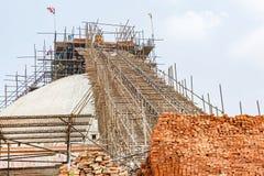 在地震以后的Boudhanath stupa 免版税图库摄影
