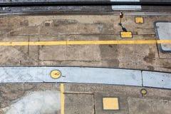 在地面上的抽象标志在巴拿马运河米拉弗洛雷斯 库存照片