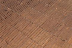 在地面上的橙色老砖 免版税库存图片