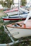 在地面上的游艇 免版税库存照片