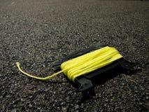 在地面上的黄色串在建造场所 免版税图库摄影
