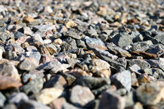 在地面上驱散的瓦砾 免版税库存照片