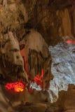 在地面下 钟乳石和石笋在一个地下洞穴-新阿丰洞美丽的景色  神圣 库存图片
