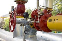 在地面气体管道上 免版税库存照片