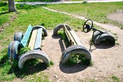 在地面玩具汽车的车胎 免版税图库摄影