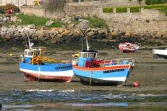 在地面的两个渔船在衰退期间 免版税库存照片