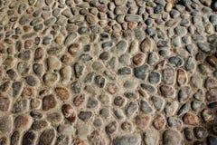 在地面的圆的石头 图库摄影