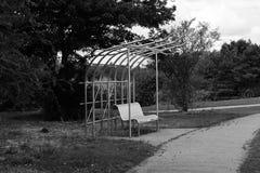 在坎伯公园的长凳 库存照片