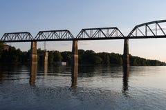 在坎伯兰河的铁路桥梁 免版税库存图片