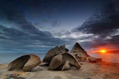 在坎加鲁岛海滩的岩石 免版税图库摄影