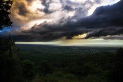 在坎德拉里亚角的雨锋 库存图片