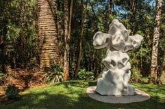 在坎波斯附近露天雕刻博物馆费利西亚Leirner,做Jordao 图库摄影