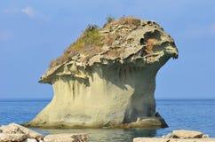 在坐骨海岛上的Il Fungo岩石 免版税库存照片