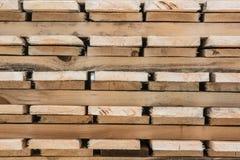 在块包装的被处理的木材 库存图片