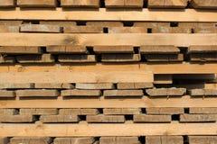 在块包装的被处理的木材 免版税库存图片