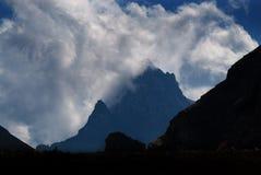 在坚固性山的风暴 免版税库存照片