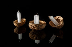 在坚果壳的蜡烛 库存照片