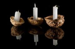 在坚果壳的蜡烛 免版税库存照片