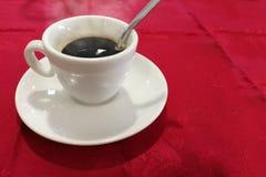 在坚苦工作以后的咖啡休息 库存照片