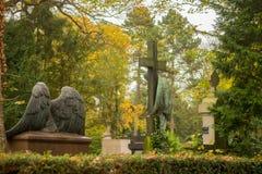 在坟园的天使雕塑 库存图片