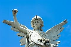 在坟园的天使 免版税库存照片