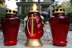 在坟墓的三个蜡烛 免版税库存图片
