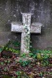 在坟墓的交叉 免版税库存照片