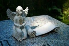 在坟墓的天使。 免版税图库摄影