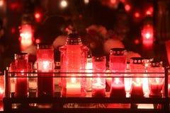 在坟墓的灼烧的lampions 库存图片