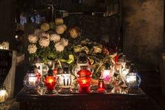 在坟墓的蜡烛 库存图片