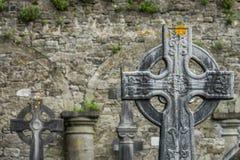 在坟茔的凯尔特十字架 免版税库存照片