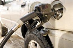在坦克的燃料喷嘴在加油站 免版税库存图片