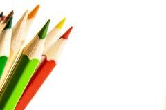 在垂直位置的许多色的铅笔 免版税库存照片