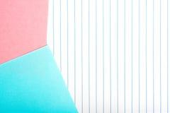 在垂直隔绝的色纸镶边 免版税库存图片