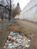 在垃圾堡垒附近 免版税库存照片