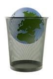 在垃圾的地球 免版税库存照片
