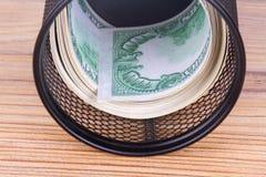 在垃圾篮子的财务资助现金欧洲钞票 免版税图库摄影