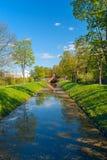 在垄沟的桥梁在普希金绿色公园  免版税库存照片