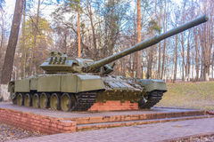 在垫座的俄国坦克 库存照片