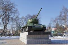 在垫座的俄国坦克T-34 图库摄影