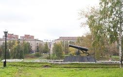 在垫座的枪在彼得罗扎沃茨克,俄罗斯 免版税图库摄影