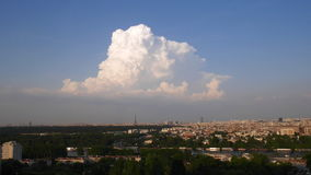 在埃佛尔铁塔的云彩 影视素材