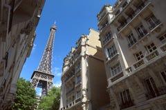 在埃佛尔铁塔的街道视图在巴黎,法国 免版税库存图片